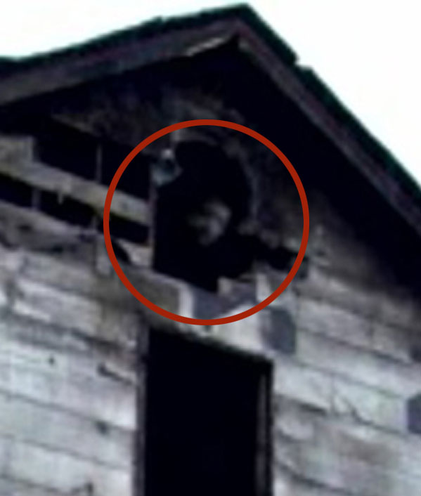 13 Of The Most Eerily Convincing Ghost Pictures We've Ever Seen