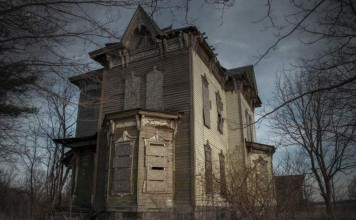 American Horror Story: 9 Haunted Houses With Murderous Pasts