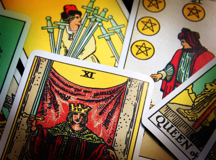 d67c9284520826 15 Psychics, Mediums and Tarot Card Readers Admit If They Really Believe In  Their Craft