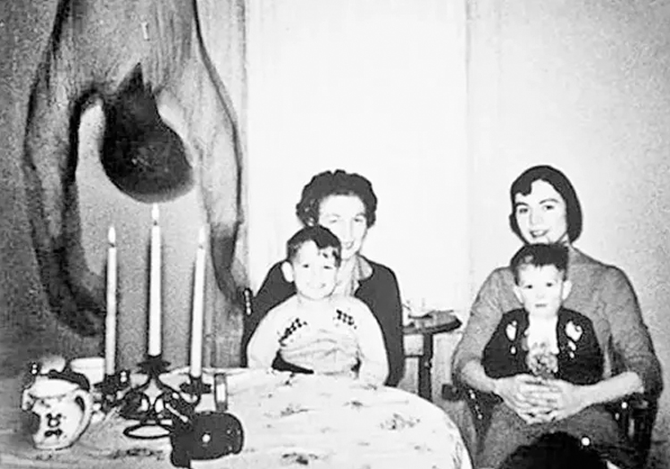 8 Bizarre and Mysterious Photos That Have Never Been Explained