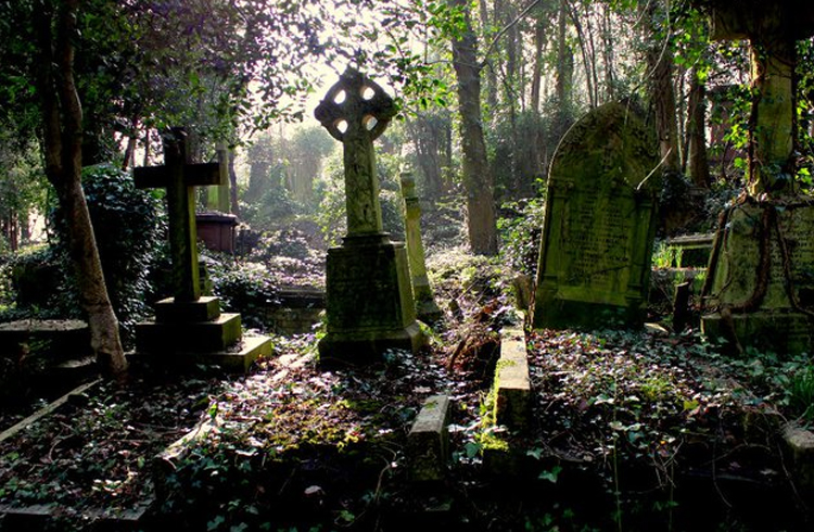 London's Highgate Cemetery And The Curse Of The Highgate Vampire