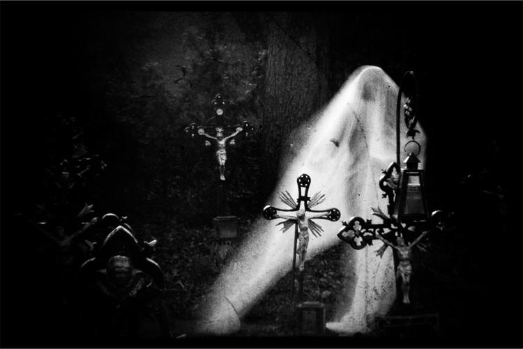 13 scary true ghost stories you shouldn 39 t read alone. Black Bedroom Furniture Sets. Home Design Ideas