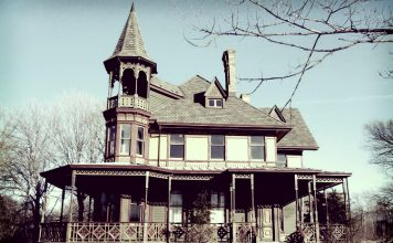 5 Infamous Haunted Horror Houses that Will Make Your Blood Run Cold
