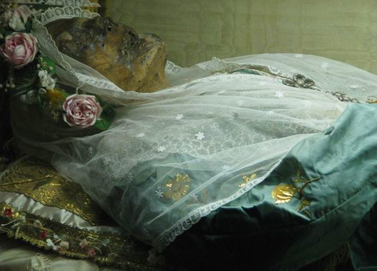 9 Incredible Corpses that Never Decomposed