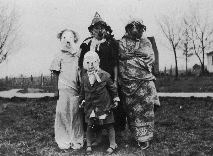 25 Creepy Vintage Halloween Costumes that Will Give You