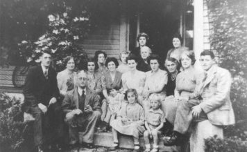 Old Family Pictures that Unwittingly Captured the Supernatura