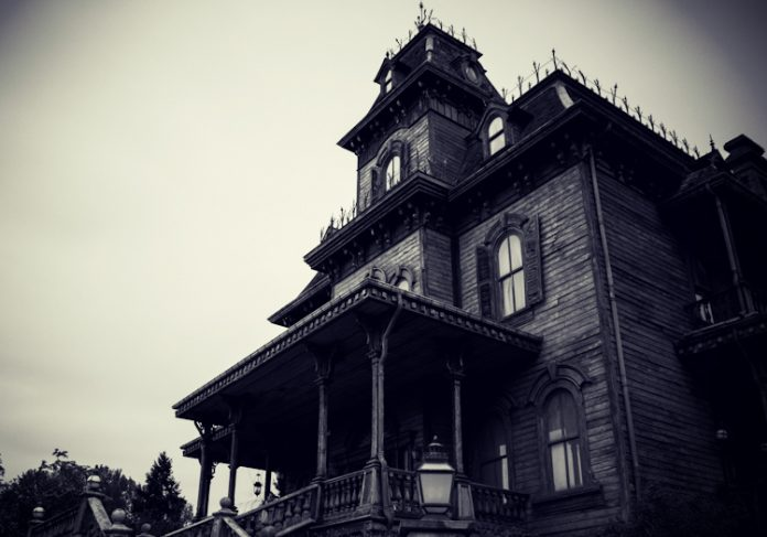 10 Haunted House Novels Guaranteed to Give You the Shivers