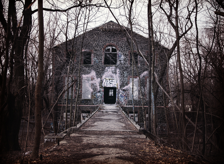 10 Notorious Asylums and the Horrors that Happened Within their Walls