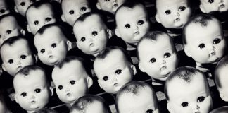 10 Vintage Photos of Creepy Dolls that will give you Nightmares