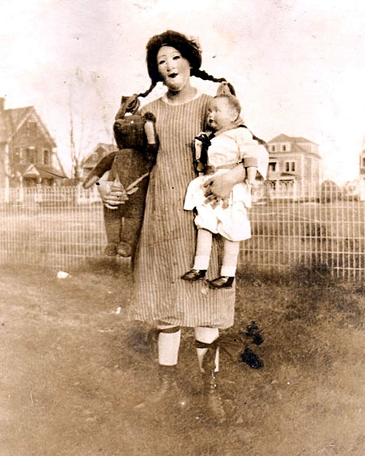25 Creepy Vintage Halloween Costumes that Will Give You Nigh